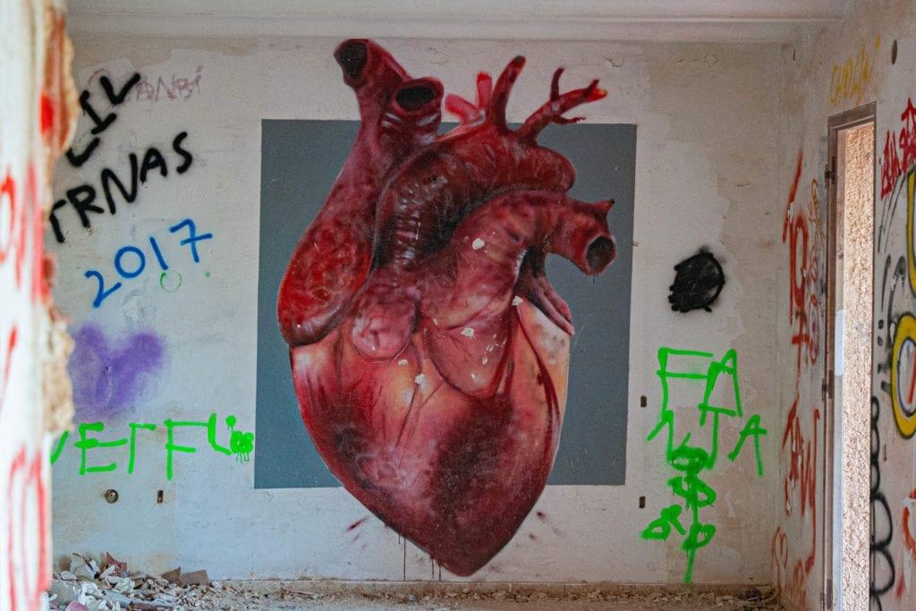 pueblo fantasma denia corazon graffiti